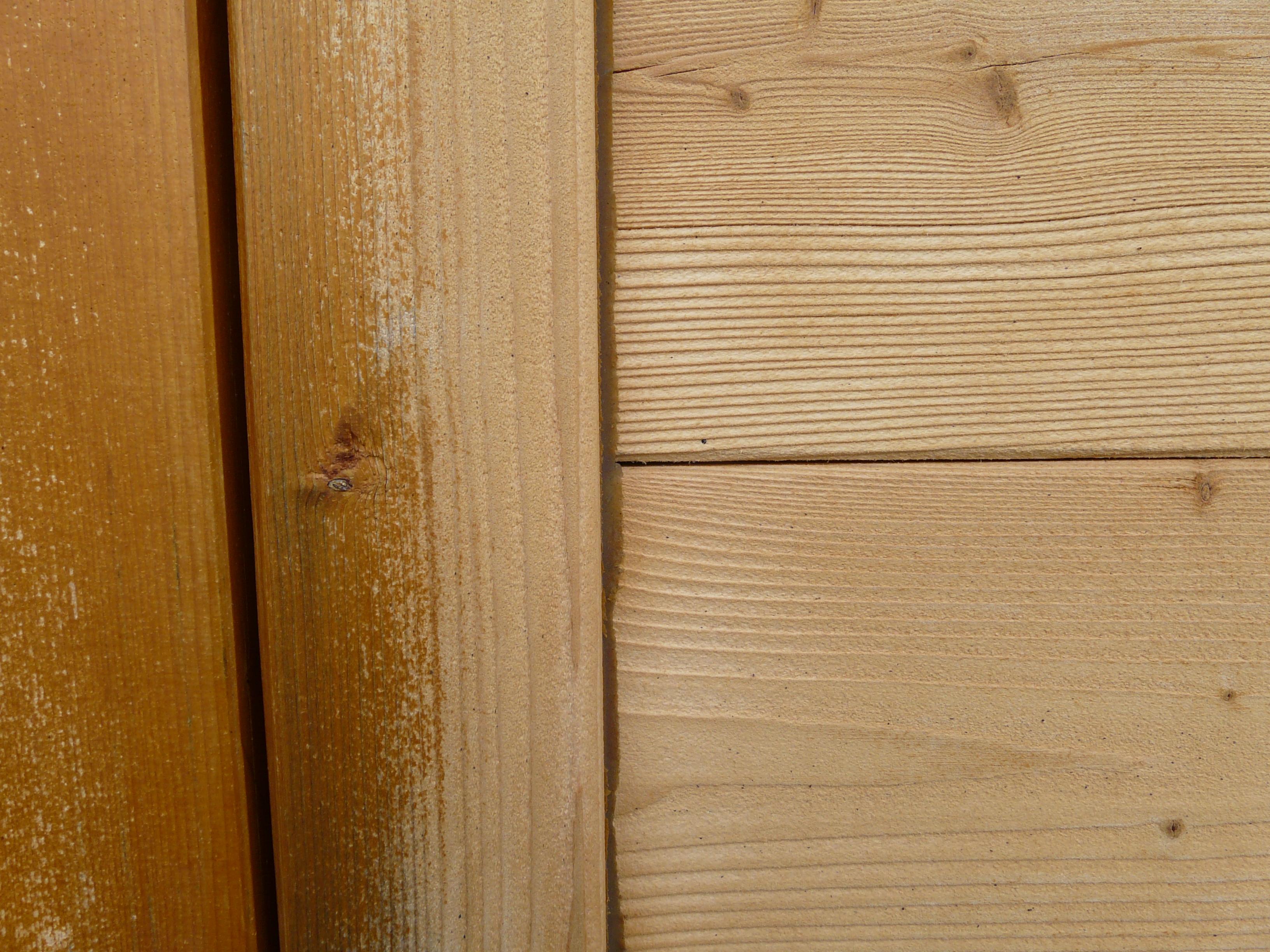 Photos d 39 un chalet en madriers sabl et huil entretien du bois le blog - Decaper de la lasure sur du bois ...