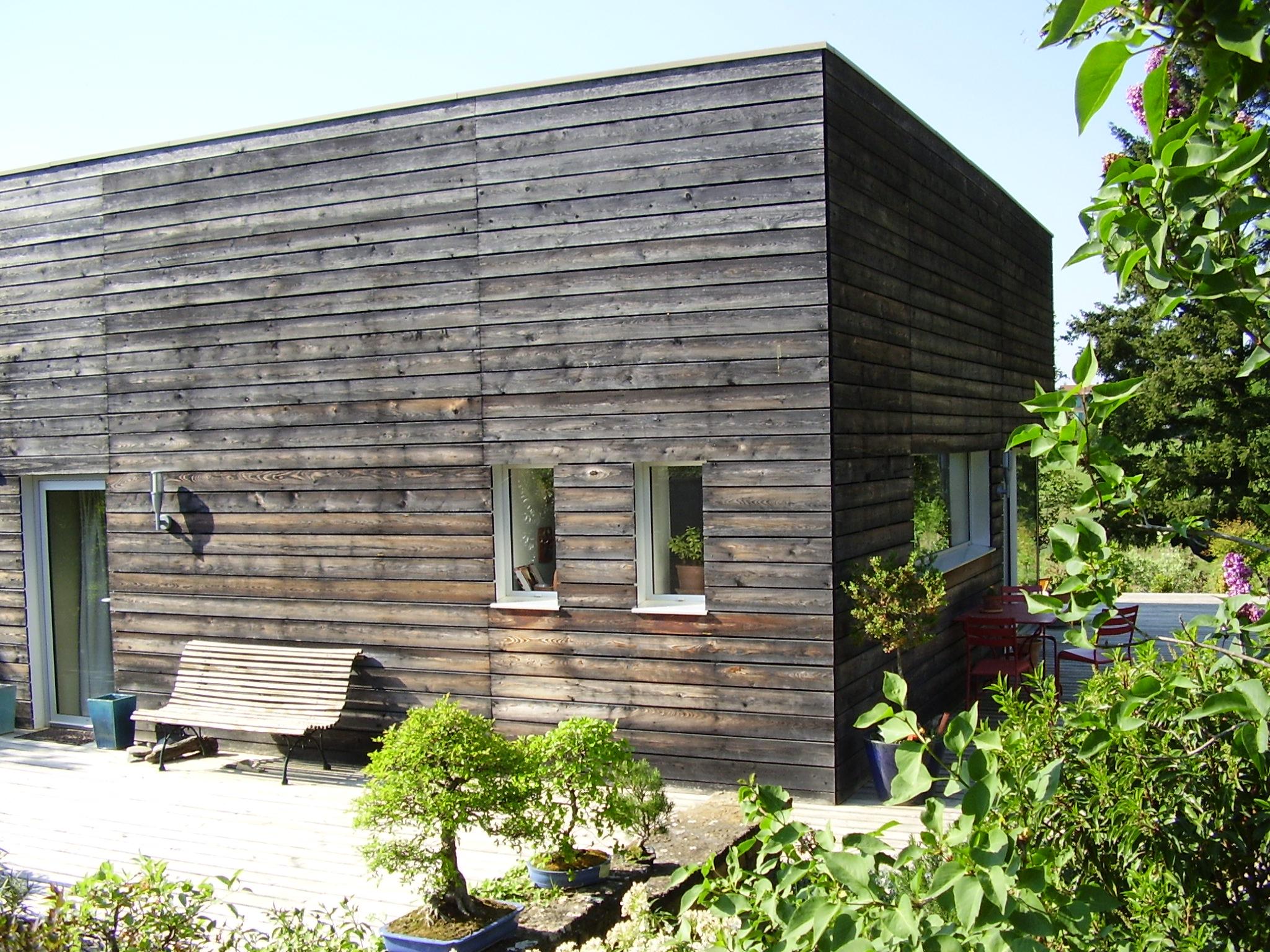 Saturateur bois teinté  une maison en bois rajeunie de 10 ans