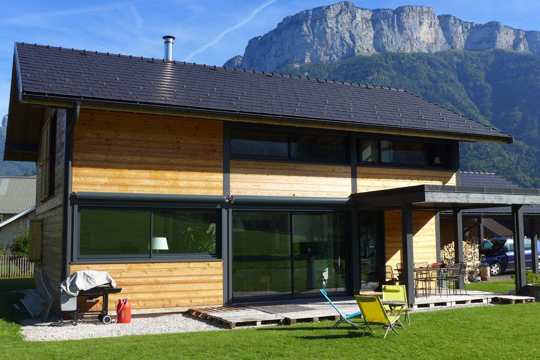 Peinture ou saturateur pour une maison en bois entretien - Peinture faite maison ...