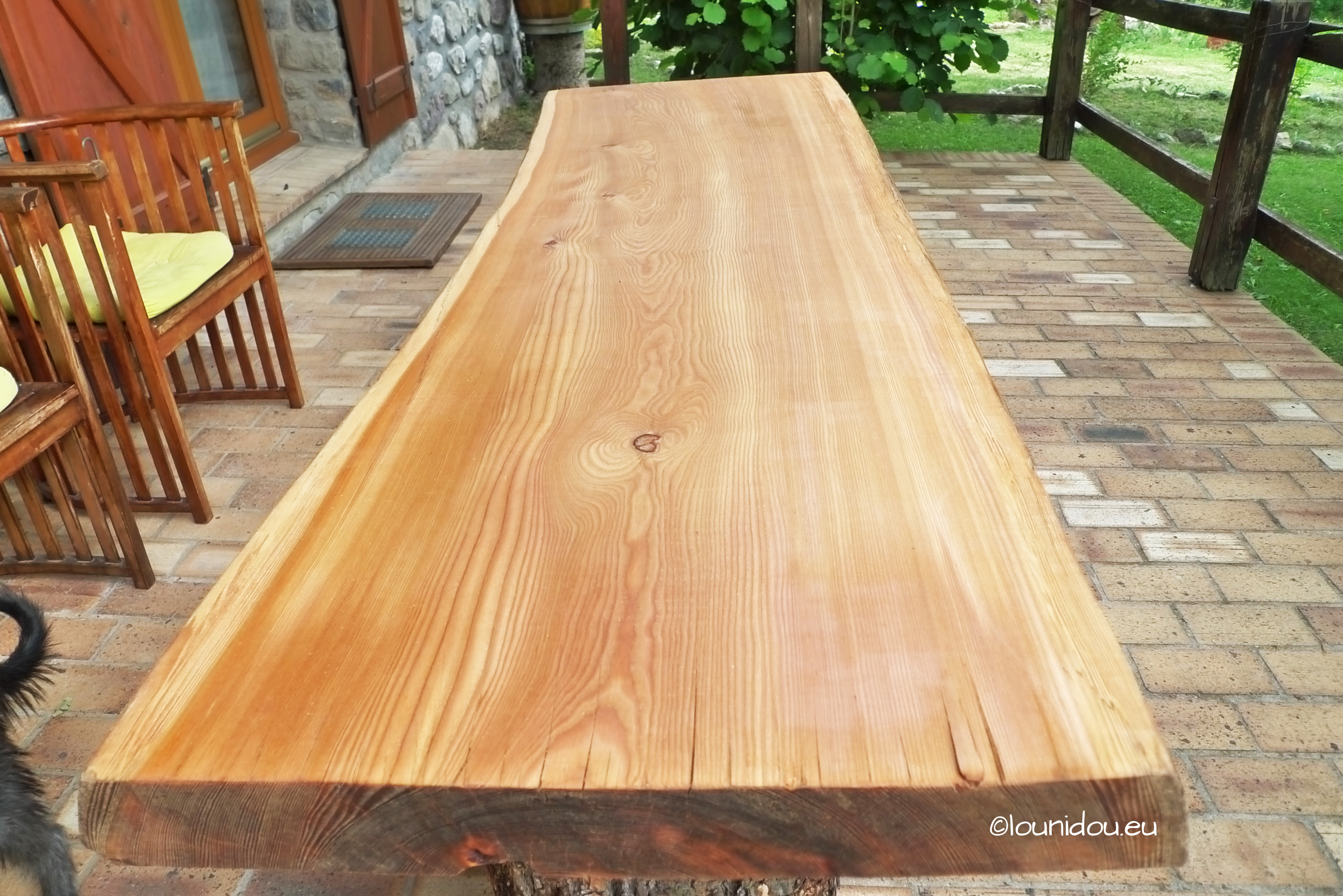 une belle table ext rieure huil eentretien du bois le blog du comptoir des produits bois. Black Bedroom Furniture Sets. Home Design Ideas