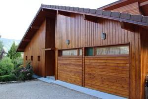 Maison bois avec lasure teintée