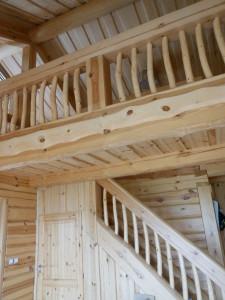 bois intérieurs d'une maison en rondins