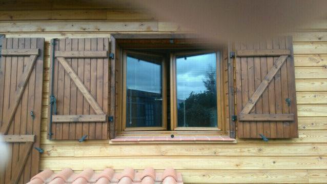 2 teintes de saturateur pour un bardage et des volets en bois entretien du bois le blog du. Black Bedroom Furniture Sets. Home Design Ideas