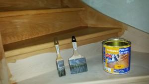 escalier bois avec vitrificateur Blanchon