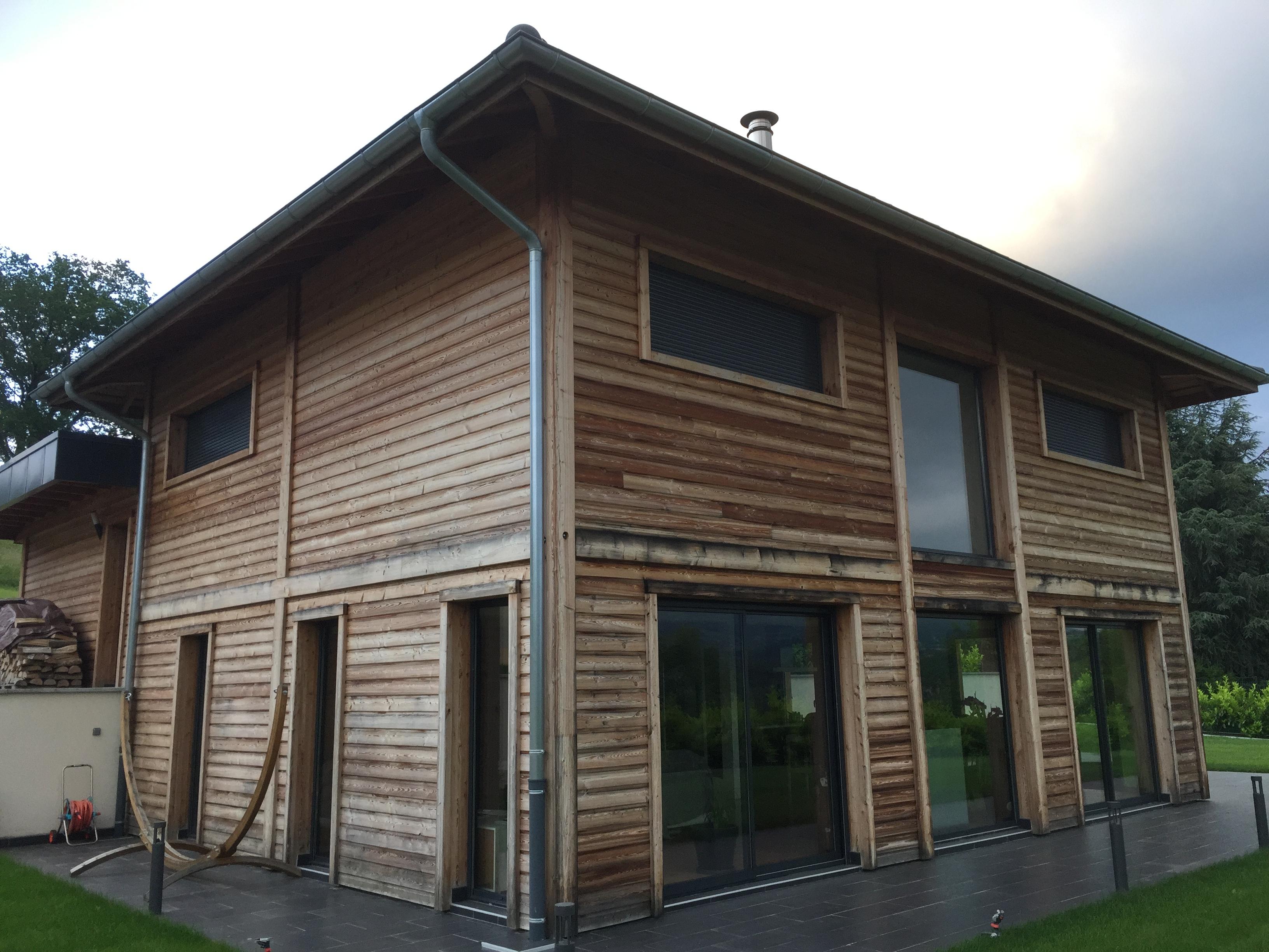 Maison en bois avec quoi d griser et entretenir le for Bardage de maison