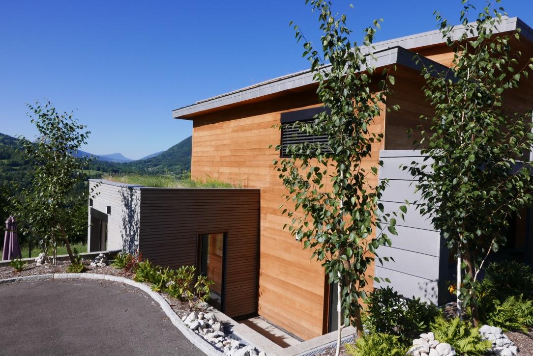 2 teintes pour une maison boisentretien du bois le blog for Teinte facade maison