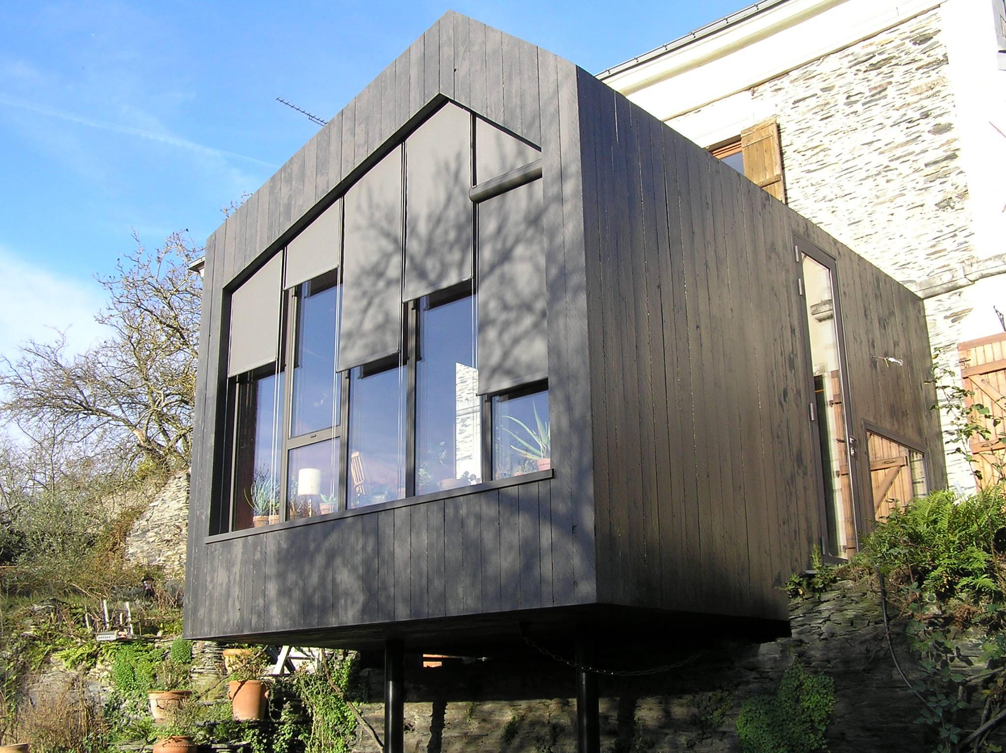 extension bois avec peinture ardoise entretien du bois le blog du comptoir des produits. Black Bedroom Furniture Sets. Home Design Ideas