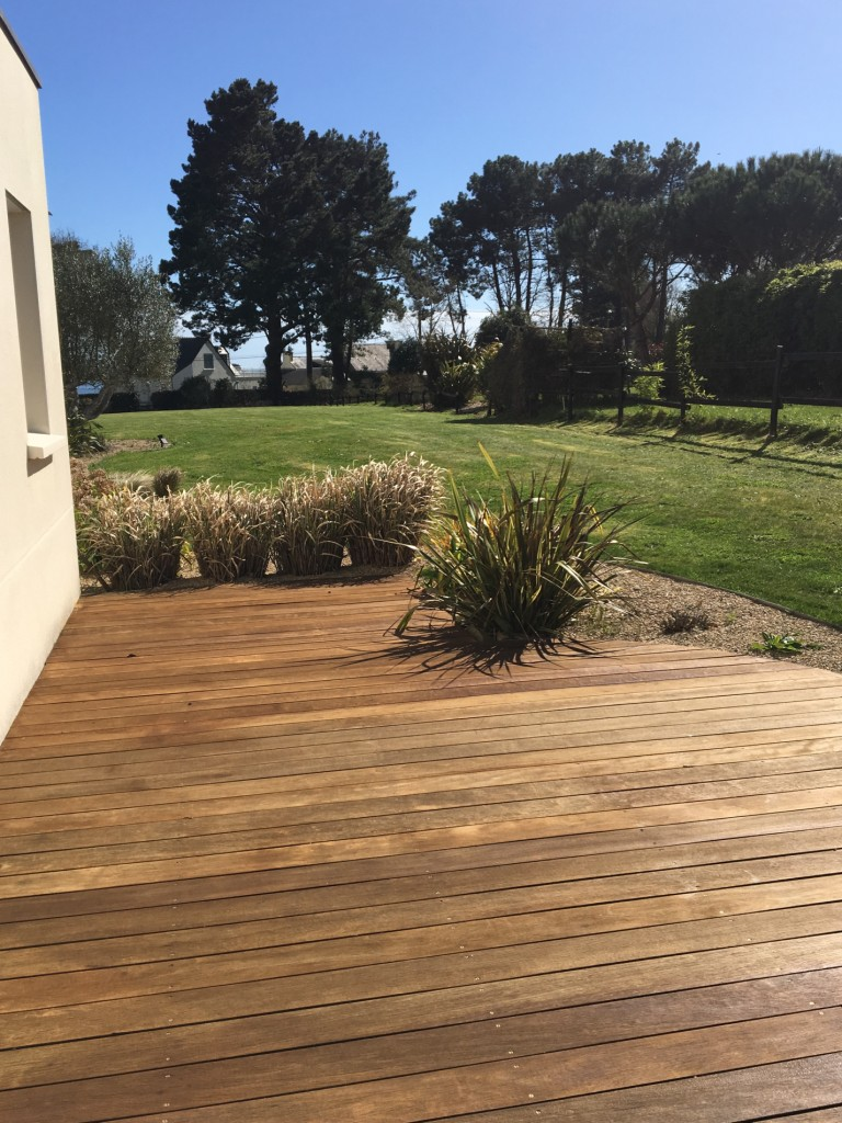 terrasse bois exotique avec saturateur entretien du bois le blog du comptoir des produits. Black Bedroom Furniture Sets. Home Design Ideas