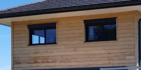 Bardage bois Red Cedar abîmé à cause d'un traitement avec un produit non adapté
